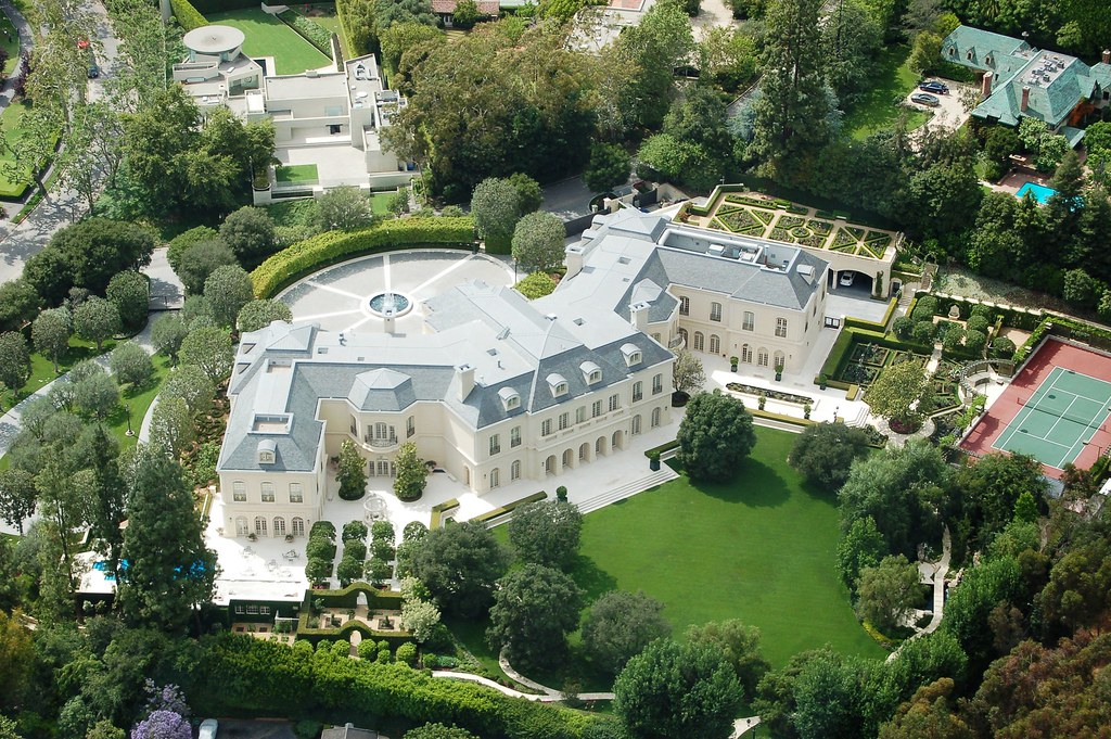 Inside-Spelling-Manor,-$120-Million-Largest-Mansion-In-Los-Angeles